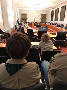 Scouting Brigtta bij de raad.